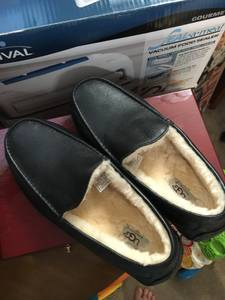 Men's size 12 Uggs slippers new (Rhodes Ranch)
