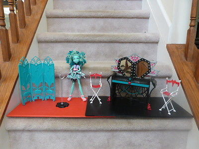 Monster High Honey Swamp & Frights Camera Action lot - Vanity chairs  partition