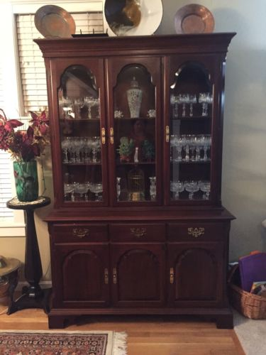 Ethan Allen Hutch China Cabinet