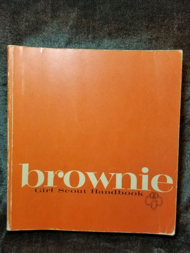 VINTAGE BROWNIE GIRL SCOUT HANDBOOK  - 1975