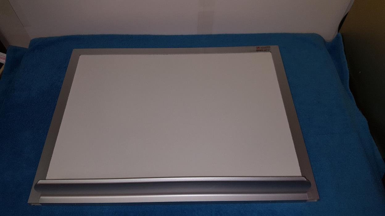MAGNETIC DRY ERASE WHITEBOARD W TRAY 18
