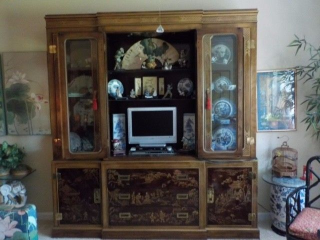 Drexel Heritage China cabinet,lighted,adjustable glass shelves,3drawers