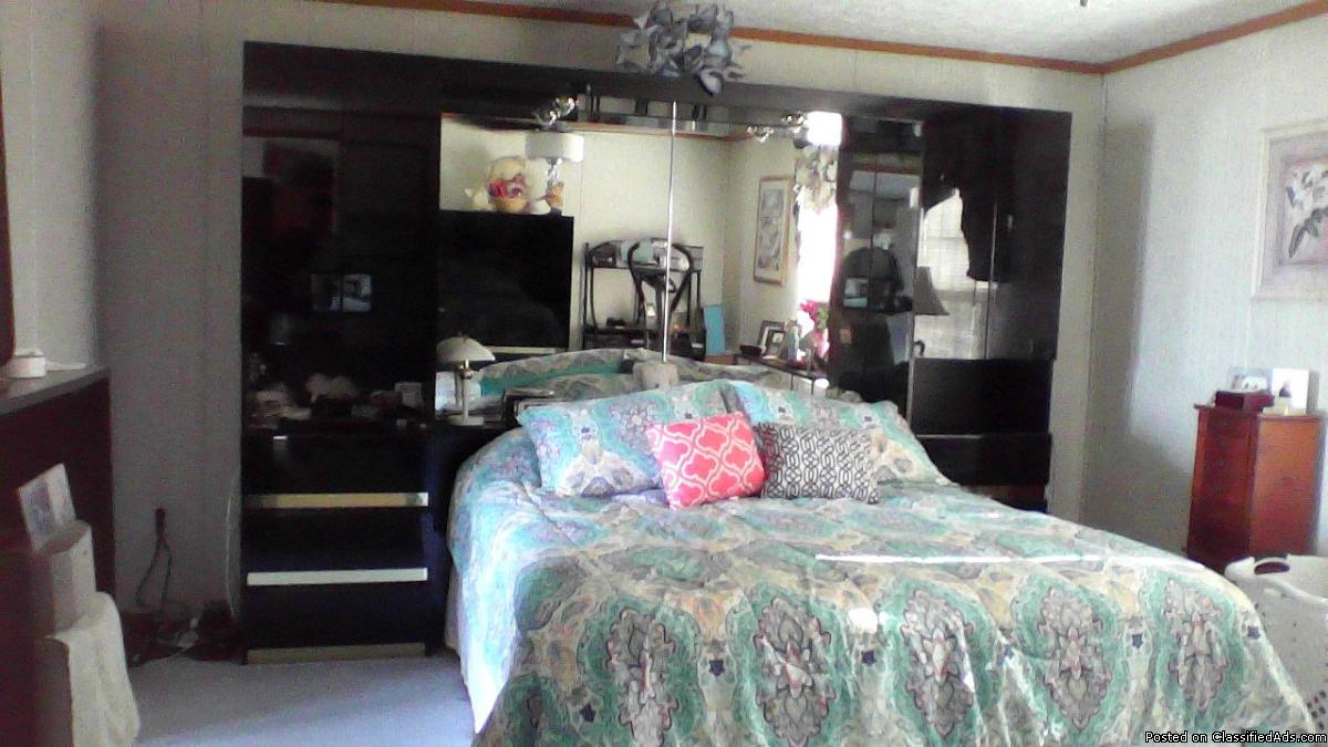 4 piece Queen Size Bedroom Set with Mattress and boxspring
