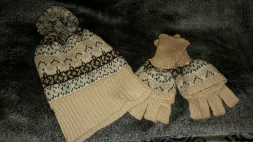 Ladies Knit Hat/Gloves/Scarf Set