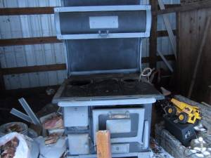 Antique Wood Cook Stove (SANDY)