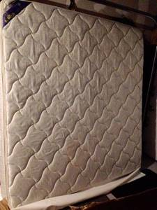 FREE!! King Mattress & boxsprings (Downers Grove)