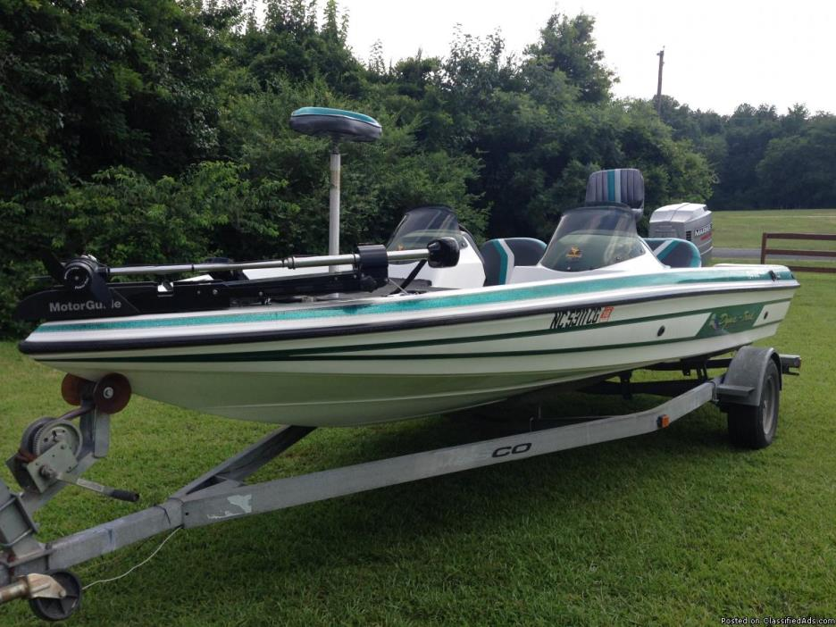 Exceptional Condition Bass Boat w/200HP & Trailer, Trolling Mtr FishID