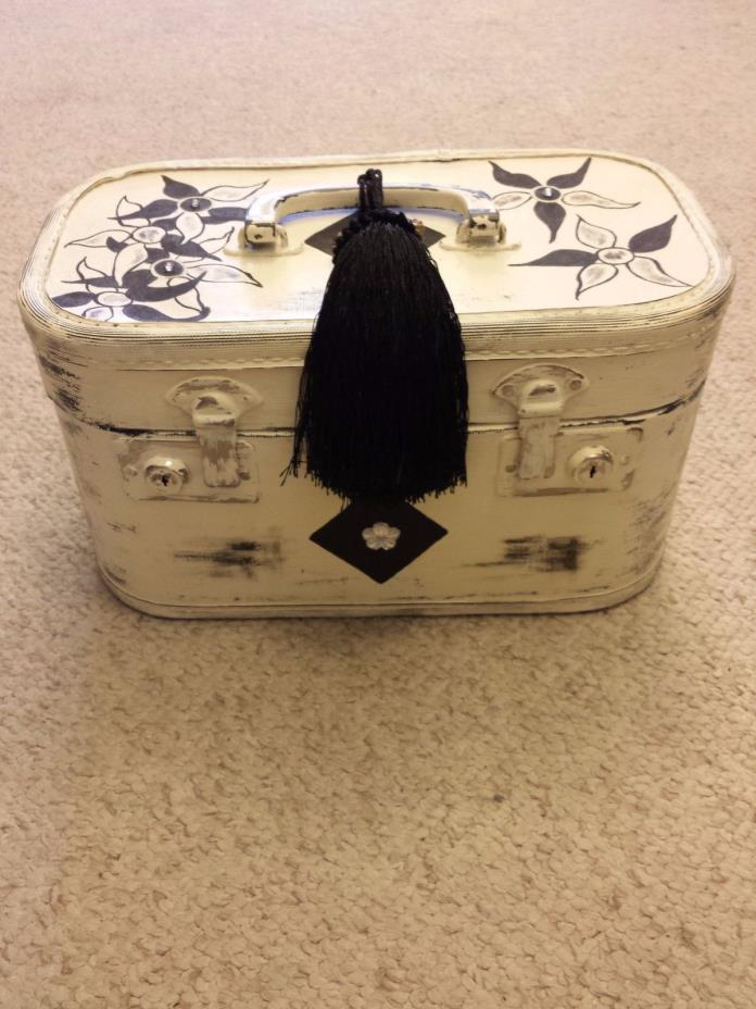 Shabby Chic Vintage Train Case