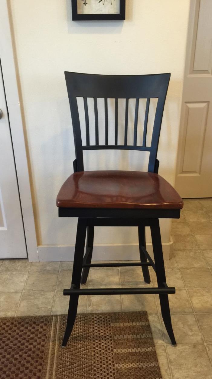 4 beautiful Nichols and Stone barstool chairs!