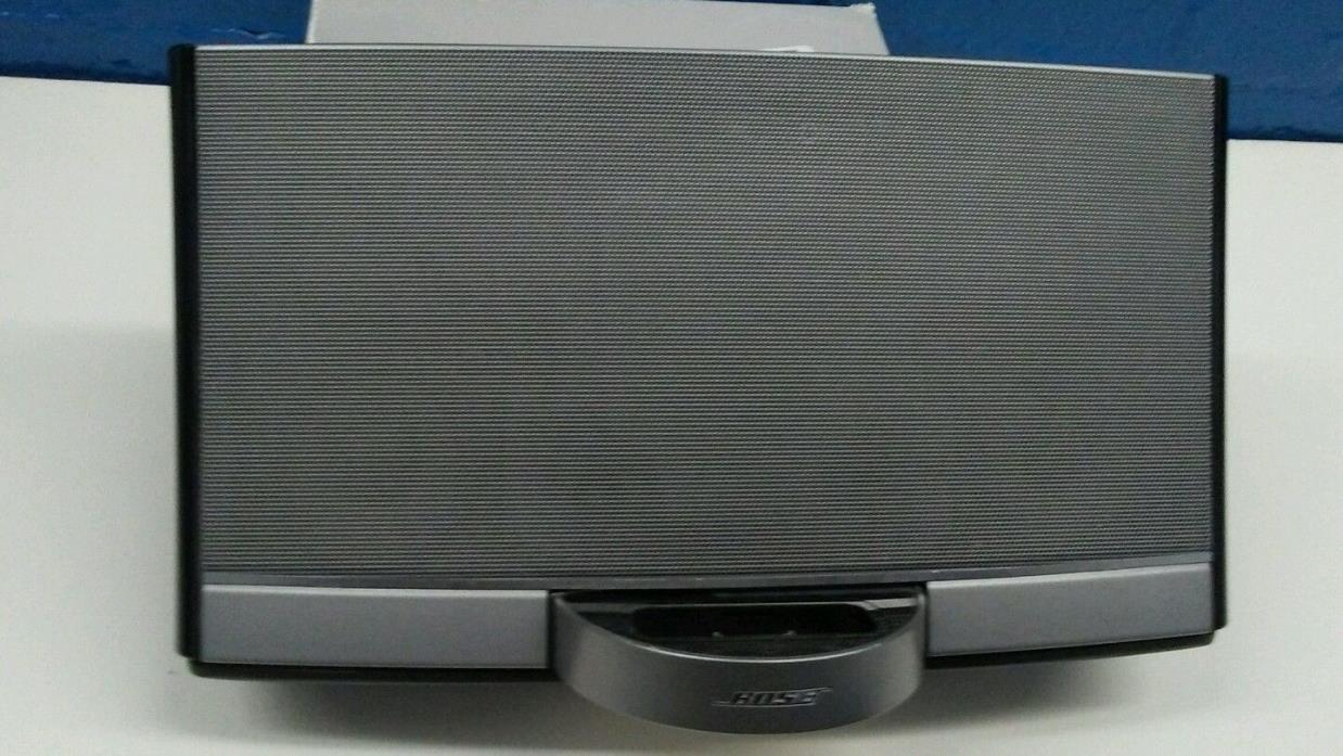 **Bose Sounddock Portable with OEM Bose Charger / Battery / Lightning connector*