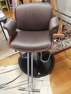 Beauty Salon Chair. Shampoo/styling chair