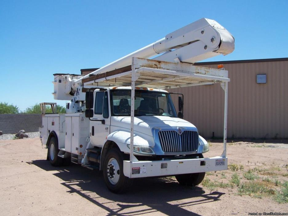 2005 International 60Ft Bucket Truck