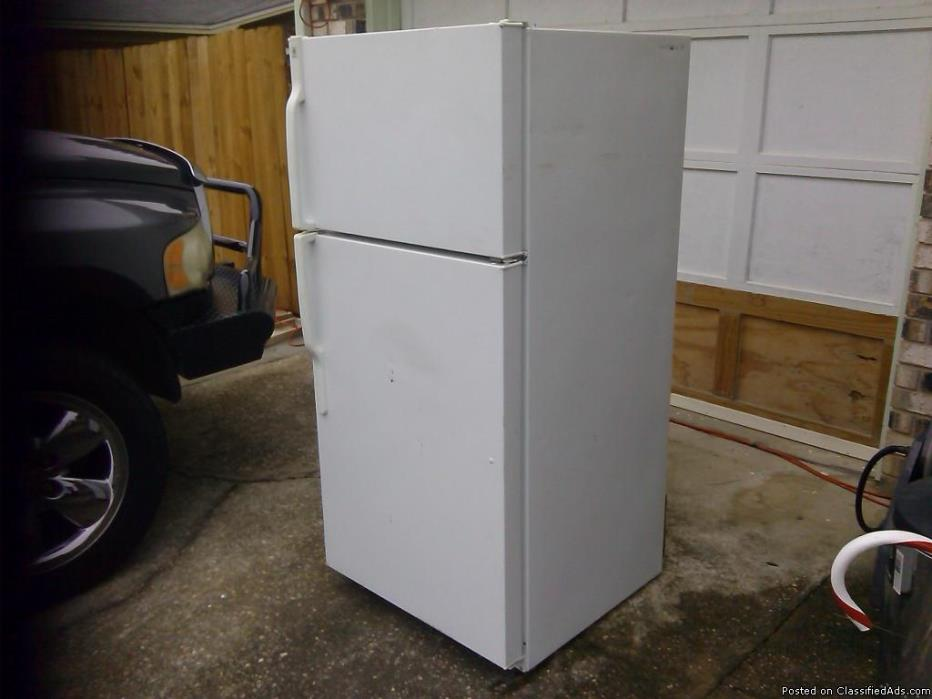 GE Select Refrigerator . nice n cold