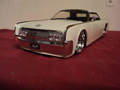 Jada 1963 Lincoln Continental new no box  2012  Release 1/24 scale milk white