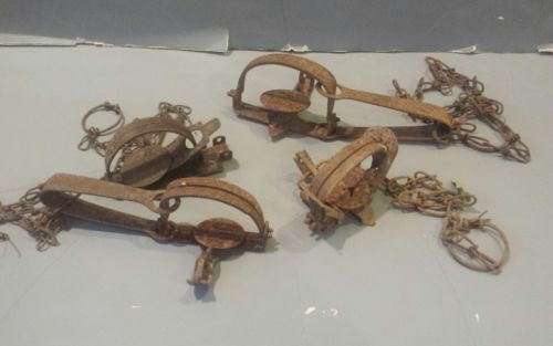 Vintage lot of 4  Animal Traps,Coil & Long Spring Victor,Trapping,Hunting Decor