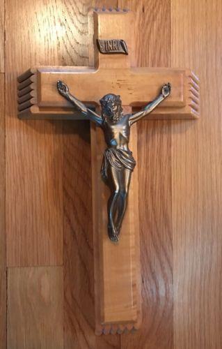 VINTAGE MAPLE WOOD ANRI WALL CROSS / CRUCIFIX JESUS FIGURINE WITH STORAGE INSIDE