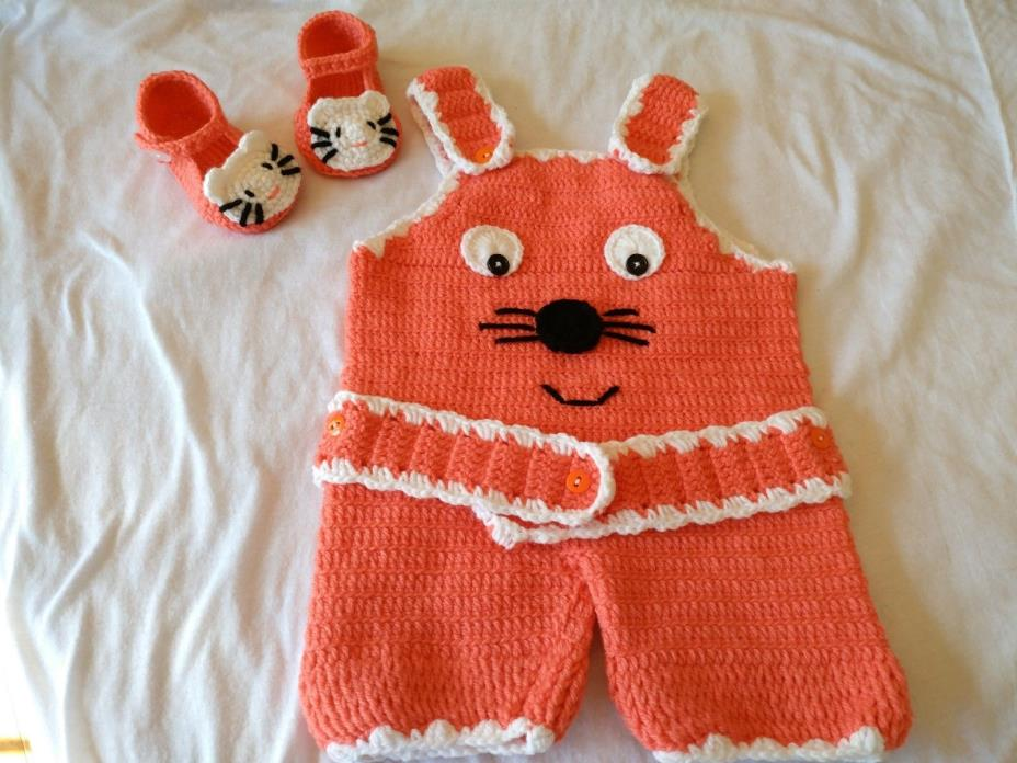 Knitting girl baby cloths