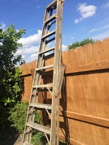 Ladder 10 foot (San Antonio Northwest)