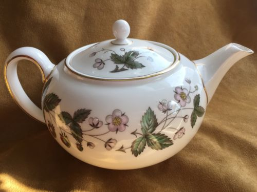 Wedgwood Strawberry Hill 4 Cup Teapot