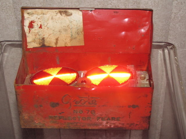 VINTAGE GROTE #70 SAFETY REFLECTOR FLAMELESS FLARE KIT COMPLETE CHEVY FORD TRUCK