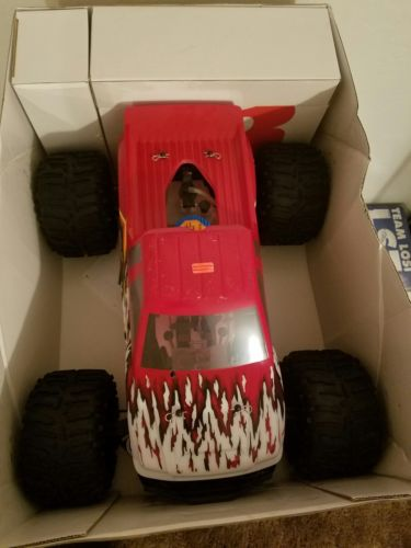 Team losi lst super truck. Brand new in the box.