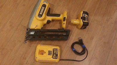 DeWalt DC618 Finish Nailer with 18v Lithium Ion Battery, Charger and Case