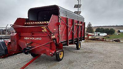 New Holland Crop Carrier 8 Silage Haylage Corn Hay Chopper Wagon