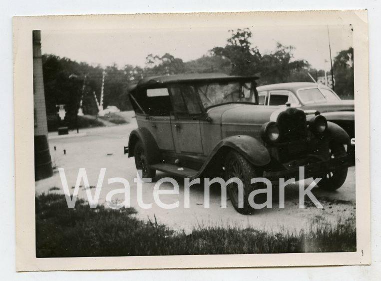 Vintage B/W photo car automobile 1928 Oakland Convertible Sedan 6 cylinder