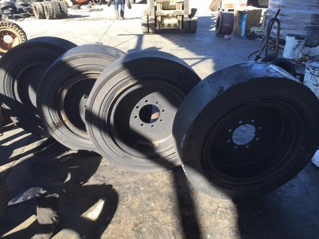 12x16.5 USED SOLID SKID STEER TIRE AND WHEEL (SET OF 4)  33X12X20,,1000X20-34