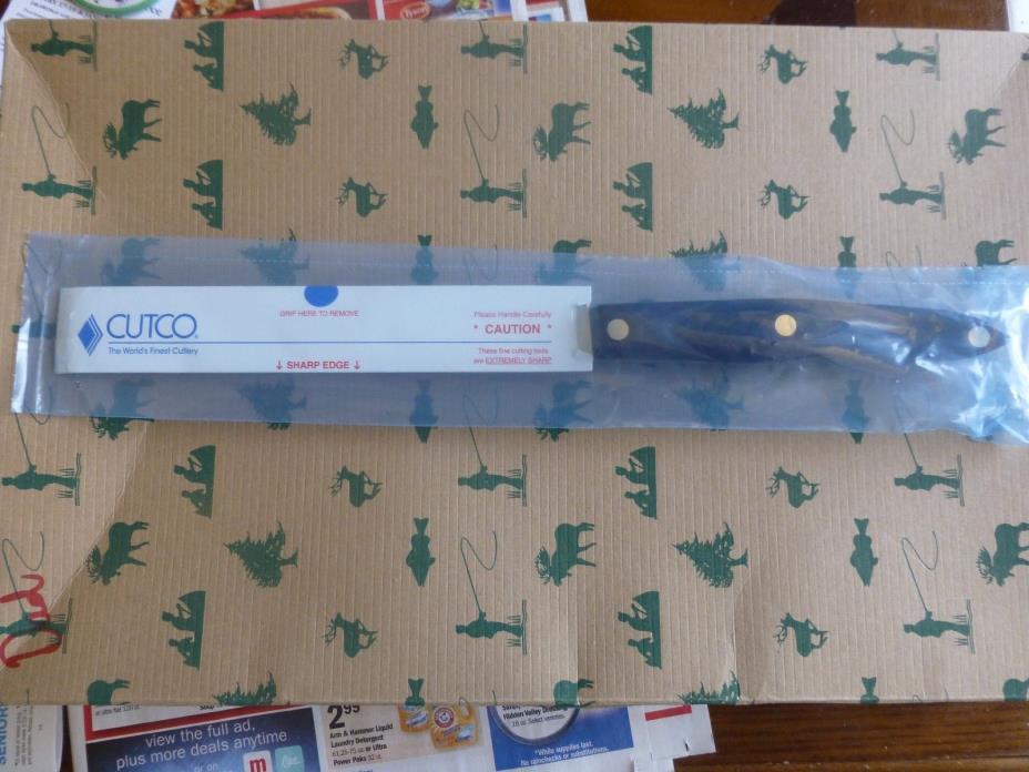 New in plastic Cutco 1729 petite carver serrated.Lifetime guarantee.