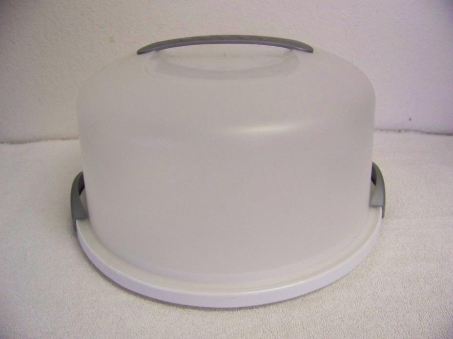 Sterilite White Plastic Gray Handle Locking Cake Carrier Server