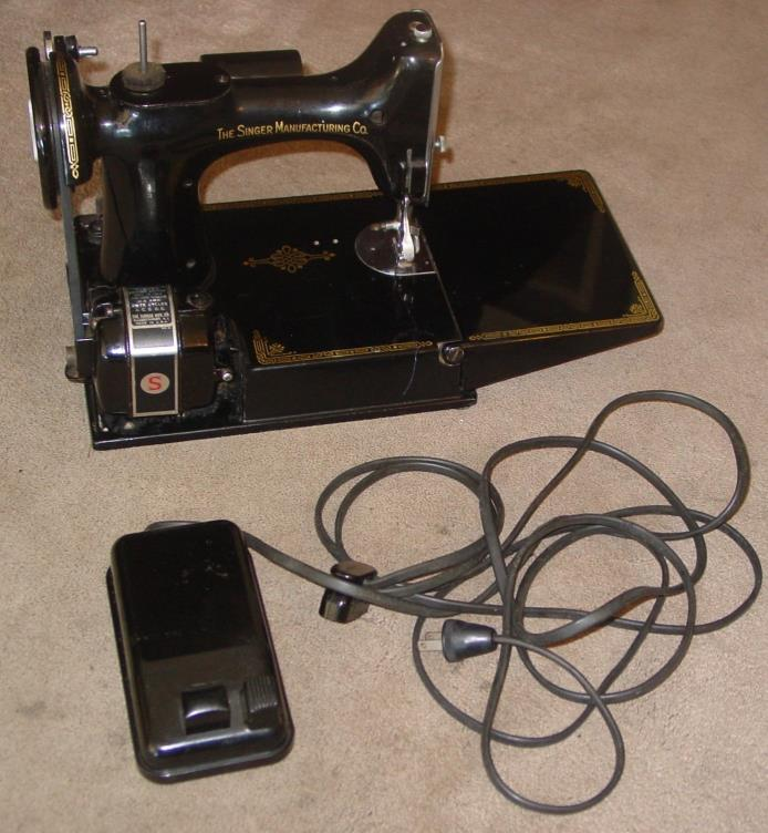 Singer 221 Featherweight Sewing Machine For Parts or Repair