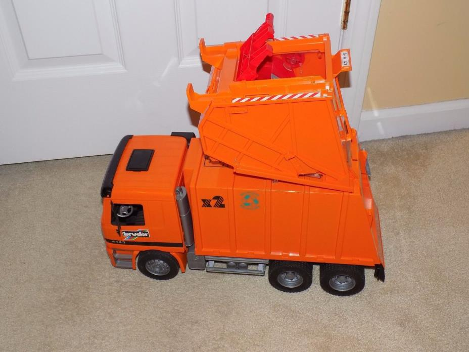 Bruder Recycling Truck w/Dumpster Attachment + Recycling Containers