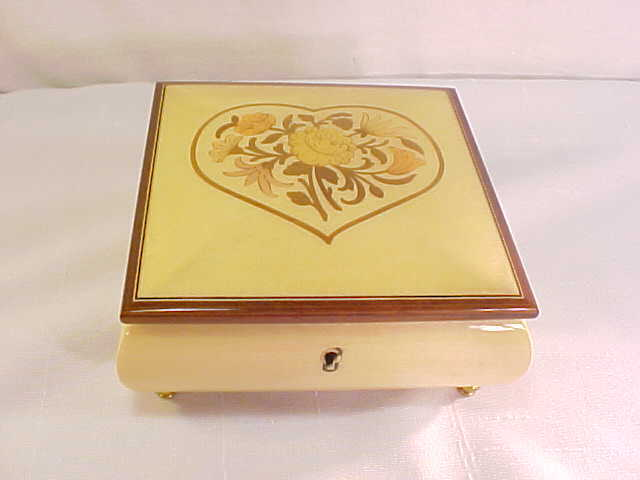 Wonderful Italian Sorrento Inlaid Wood Music Box Reuge Movement