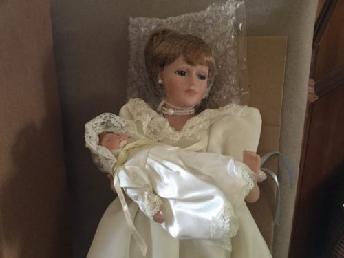 Avon 'Mother And child' 4th In 'Special Memories' Series Collectible Doll