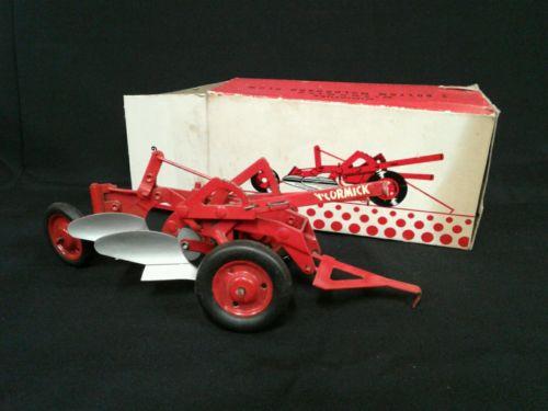 1/16 Eska Farm Toy  McCormick Tractor Plow International Harvester