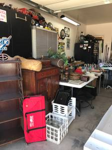 Garage sale (709 Evening dr)