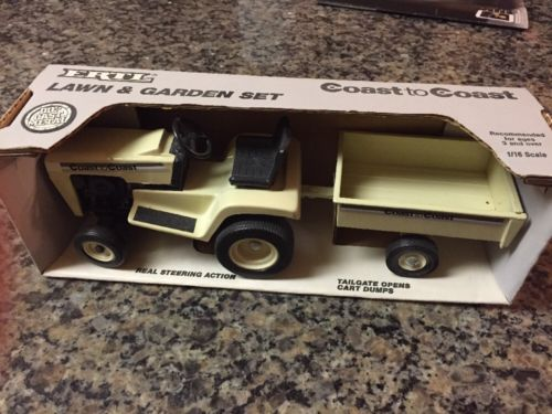 1/16 ERTL Coast to Coast Lawn Garden Set Lawn Tractor Trailer Die Cast Toy 1988
