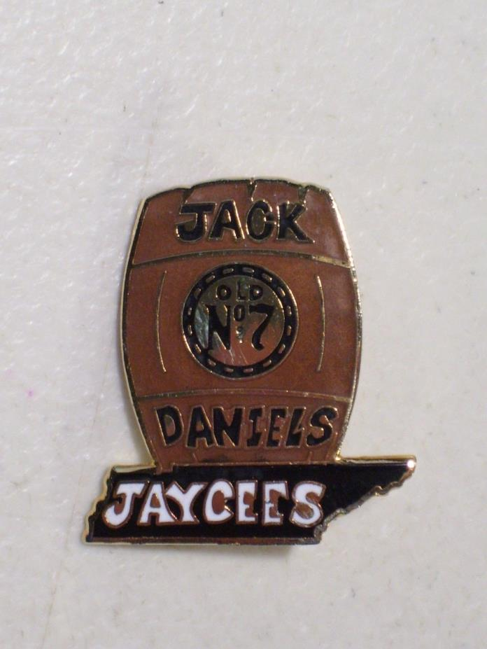 VINTAGE JAYCEES OLD NO. 7 JACK DANIELS WHISKEY KEG ENAMEL LAPEL HAT PIN, BARREL