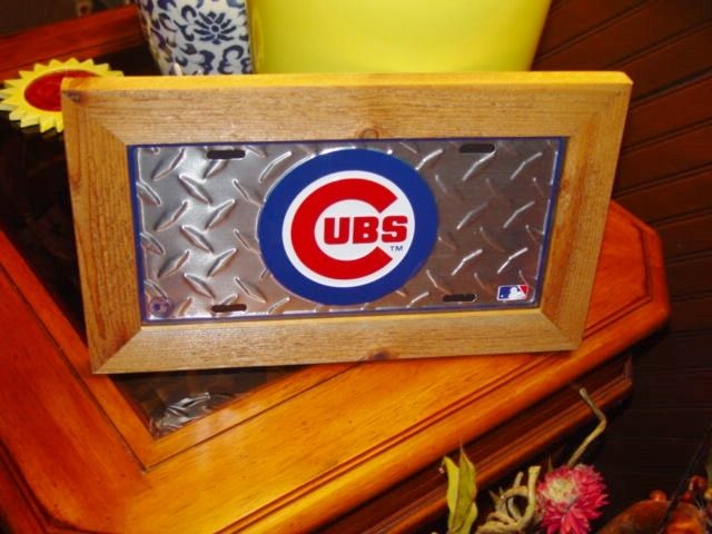 CHICAGO CUBS  FRAMED LICENSE PLATE SIGN SILVER TREAD LOGO DESIGN RUSTIC CEDAR