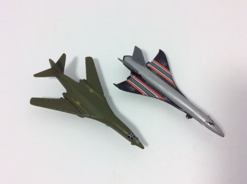 LOT OF 2 MATCHBOX DIECAST PLANES 2006 HYPERSONIC JET & 2005 BOEING B1B LANCER