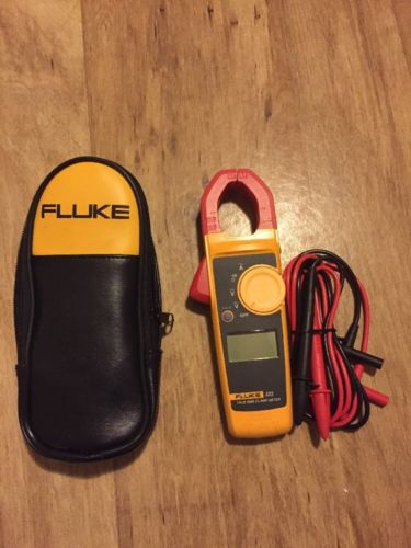 Fluke 323 True RMS Clamp Meter with Soft Case