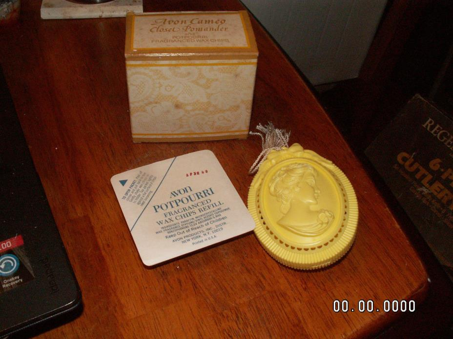Vintage Avon Cameo Closet Pomander Potpourri w/ Potpourri Chips New old Stock !!