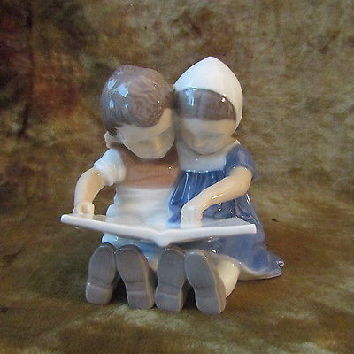Vintage Bing & Grondahl/Denmark/'CHILDREN READING'  Figurine #1567/MINT!