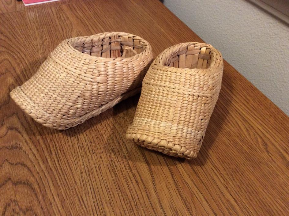 RATTAN Childs Woven Reed / Rattan Clogs Shoes