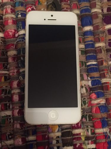 Apple iPhone 5 - 64GB - White & Silver (Factory Unlocked) Smartphone- FREE SHIP