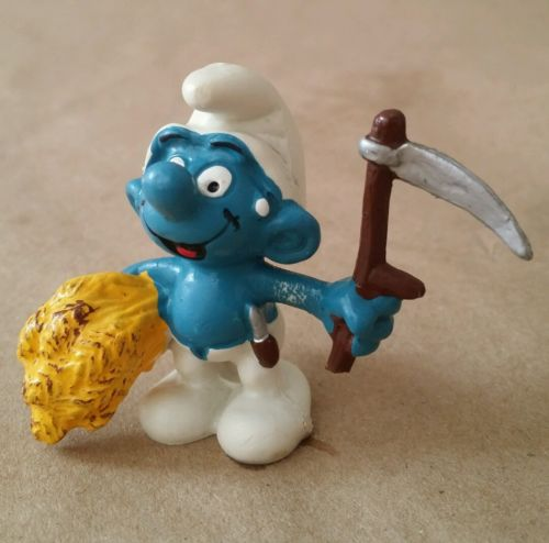 Vintage 1981 Smurfs Smurf wheat Reaper Harvester farm Peyo PVC Mini Figurine Toy