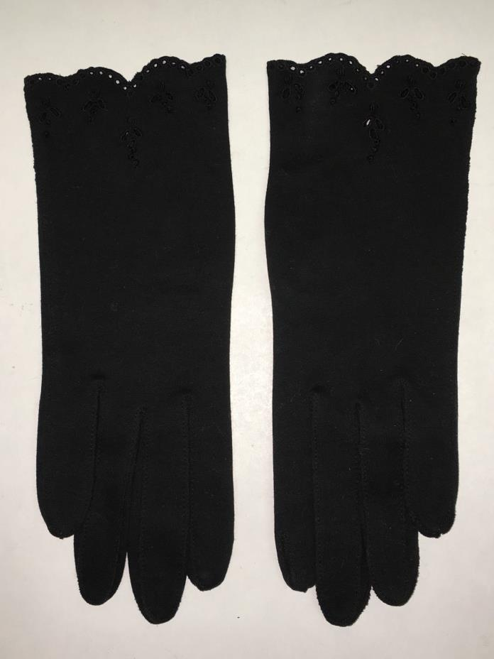 1950'S PAIR OF BLACK DRESS GLOVES W/ EYELET EDGING