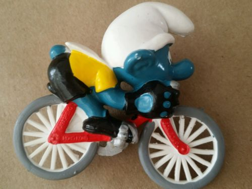 Vintage 1979 Smurfs Smurf bike rider racer #6 Peyo PVC Mini Figurine Toy