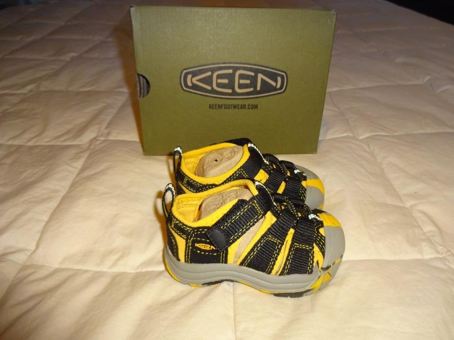 NEW Boys KEEN Sandals, size 4 sandals, Black & Yellow, Newport